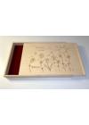 Gravírozott fa díszdoboz virágos-napos grafikával Giga Táblácskához